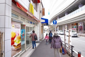 ③湘南モノレール「大船駅」方面に進みます。